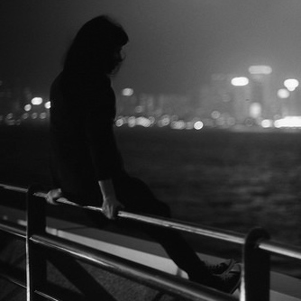 girl,lonely,photography,city,lights,emotive-6a0b7730c9fe3c8e1198f4ec835b4528_h